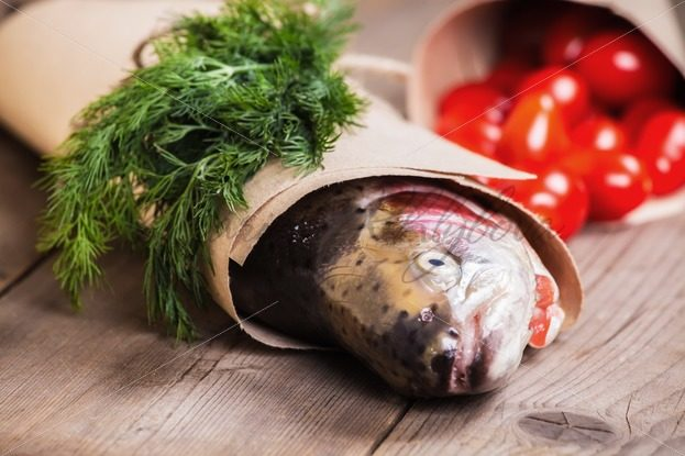 Fresh salmon with greenery and tomatoes – Stock photos from around the world