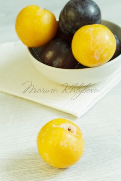 Mirabelle – yellow plum – Stock photos from around the world