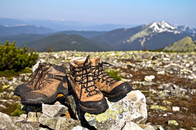 Old boots against of mountain landscape – Stock photos from around the world