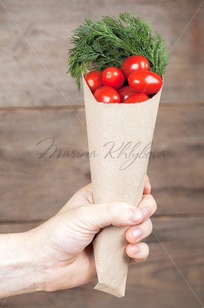 Paper-bag with tomatoes in the humans hand – Stock photos from around the world
