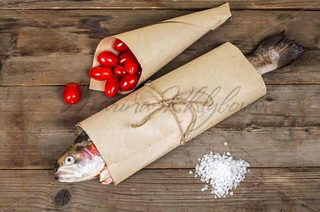 Salmon in the paper pack – Stock photos from around the world