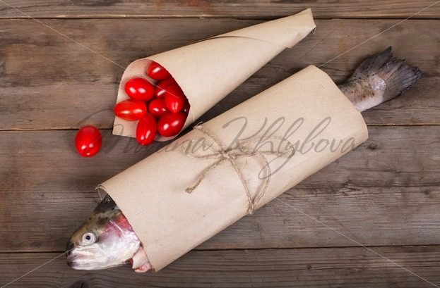 Salmon with tomatoes – Stock photos from around the world