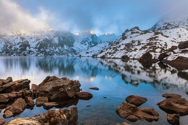 Beautiful mountain lake in the Himalayas with stones on the foreground – Stock photos from around the world