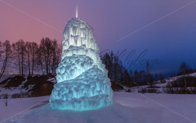 Big icicle like a Christmas tree in light of lantern – Stock photos from around the world