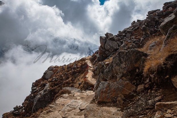 Narrow mountain path leading down from the Gosainkund (or Laurebina) pass – Stock photos from around the world