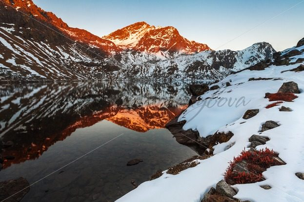 Sacred Hindu Gosainkunda lake in the Himalayas – Stock photos from around the world
