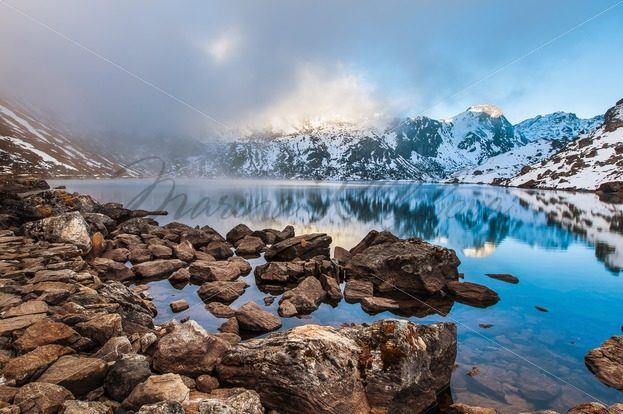 Stone coast of sacred Hindu Gosainkunda lake – Stock photos from around the world