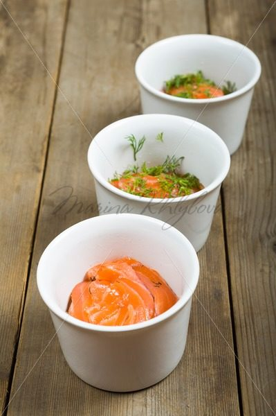 Three cups with delicious marinated salmon and dill – Stock photos from around the world